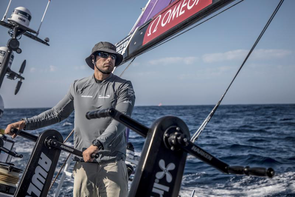 De bemanningsleden van team AkzoNobel zijn voor de Volvo Ocean Race 2017-2018 door SAP uitgerust met biometrische sensoren (bron foto: SAP)