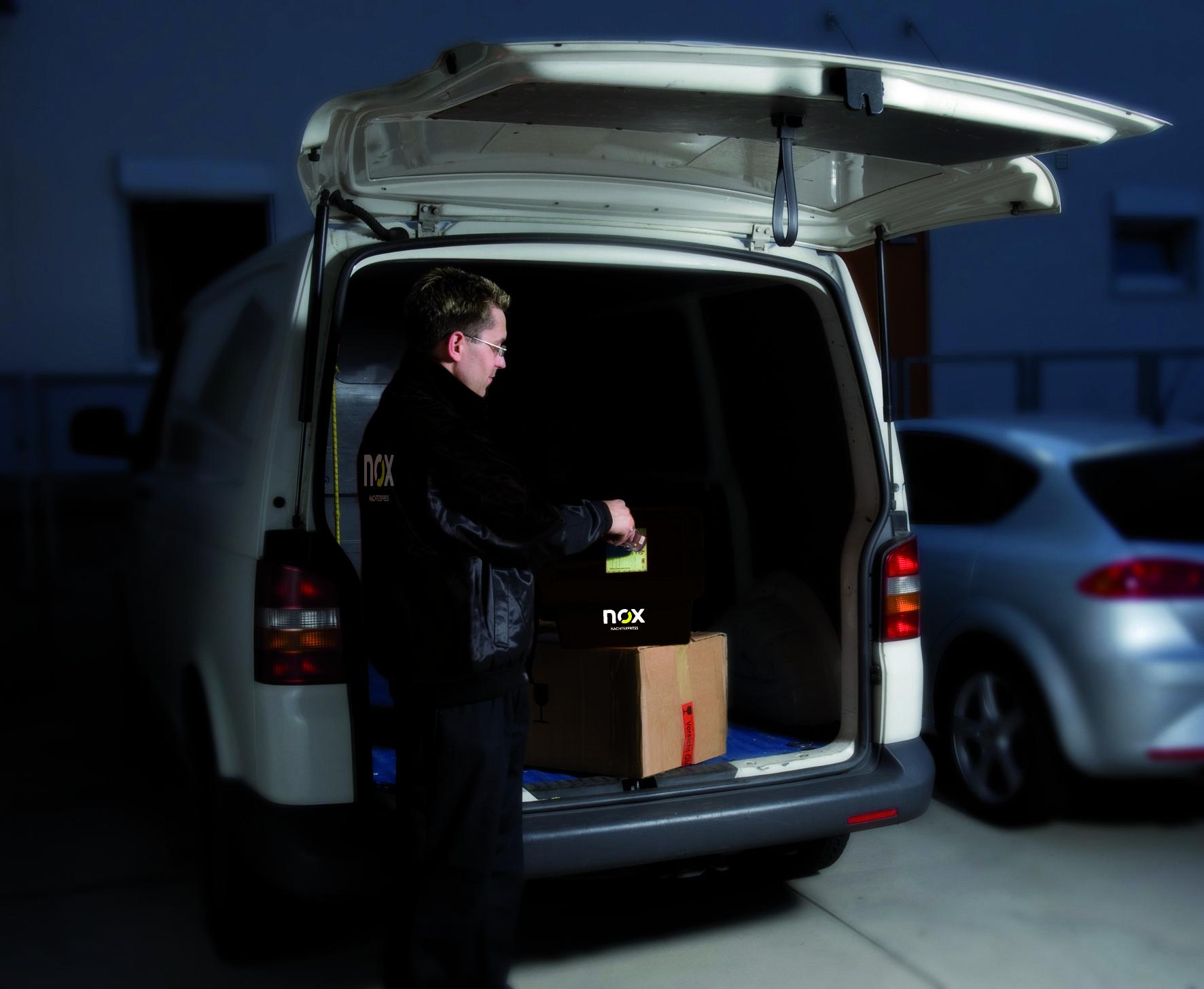 Speciaal voor de levering van servicemonteurs biedt TNT Innight trunk-bezorging aan. Dankzij flexibele leverings- en tijdopties vindt de ontvanger het dringend benodigde reserveonderdeel direct bij aanvang van het werk. Om deze bijzondere service te kunnen bieden, vertrouwen klanten de marktleider in het NachtExpress-segment de sleutels of toegangscodes voor de gedefinieerde parkeerplaatsen toe. TNT Innight beheert momenteel meer dan 50.000 sleutels in heel Duitsland.
